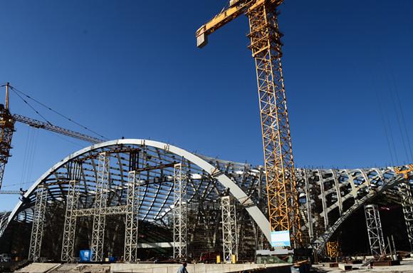 钢结构工程采用了国内罕见,云南首例的变截面薄壁异形空间弯扭全焊接